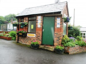 rsz_maghull_station_in_bloom_1