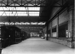 rsz_southport_chapel_street_station_-_may_1919_-_view_of_concourse_&_gates_to_platforms_9_10_&_11